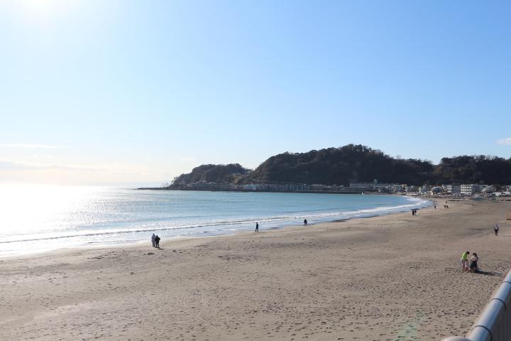 朝の由比ガ浜海岸で元気をチャージ!