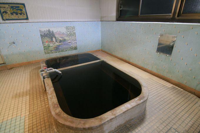 温泉の神秘!真っ黒な温泉!?