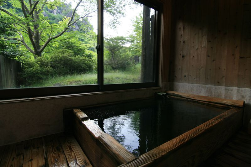 人里離れた秘境温泉!大分県玖珠町「七福温泉 宇戸の庄」の泡付きモール泉
