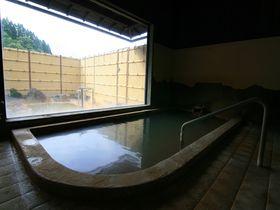 山間に佇む静かな湯宿!大分・長湯温泉「友喜美荘」で味わう炭酸泉