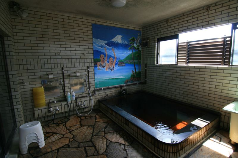 鮮やかで懐かしき温泉!大分市「下郡温泉」の壁画に魅せられて