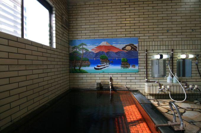 鮮やかな富士山と懐かしき乗り物