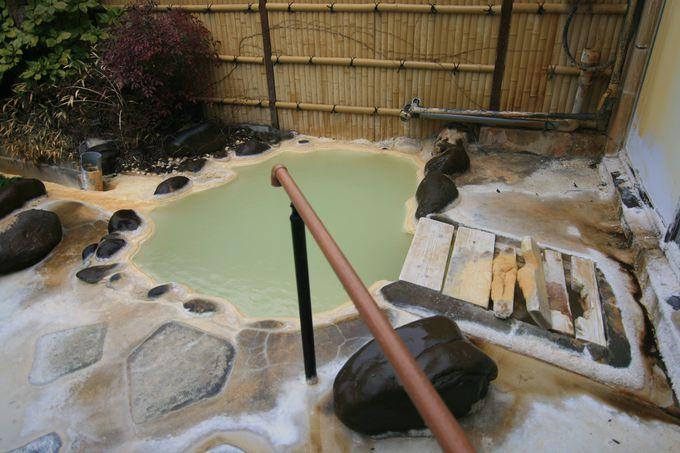 大量の温泉成分と戯れる