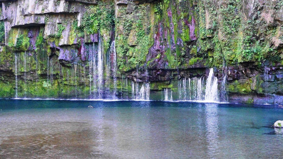 日によって変わる滝壺の水の色にうっとり