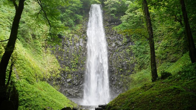弘法大師様ゆかりの壮大な直瀑、「玉簾の滝」