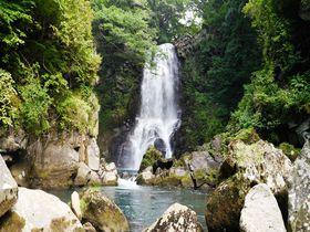 滝マニア垂涎!秋田「奈曽の白滝」を4つのアングルから堪能