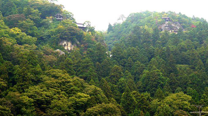 その名の通り山の上にある「山寺」