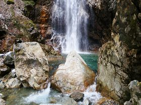 下呂温泉から車で20分!透明度抜群の岐阜県名水50選「乗政大滝」