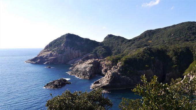 紺碧の海と断崖のダイナミックな絶景!