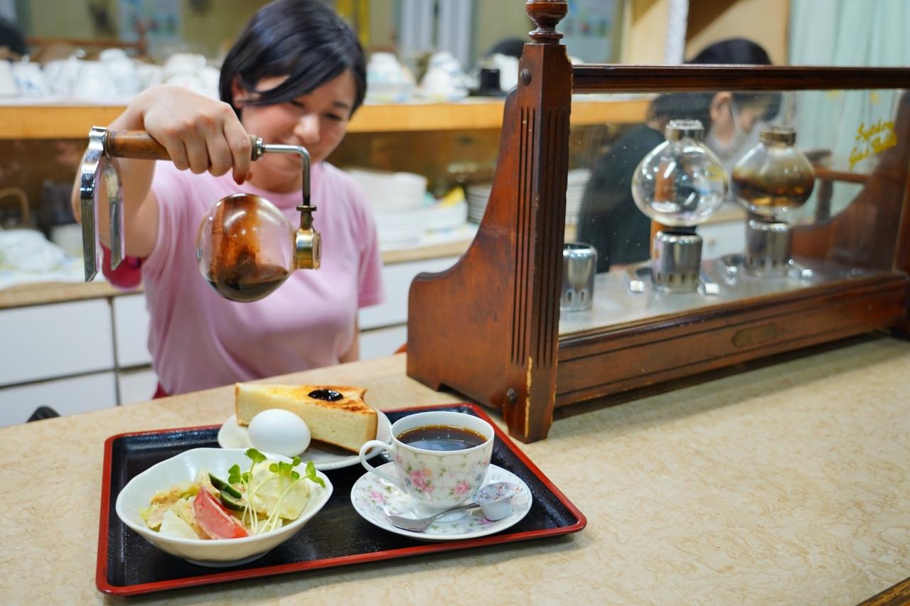 レトロ喫茶から映え系スイーツ!充実の市場カフェ