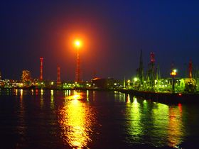 眺めるほどに萌える!四日市の工場夜景クルージング
