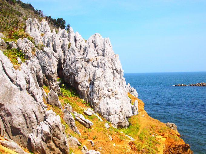 """神島、最大ビューポイントは島の東南部に位置する""""神島カルスト地形"""""""