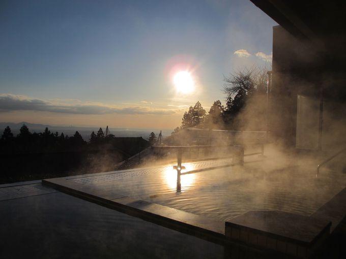 みどころは、高台に位置する露天風呂からの絶景!