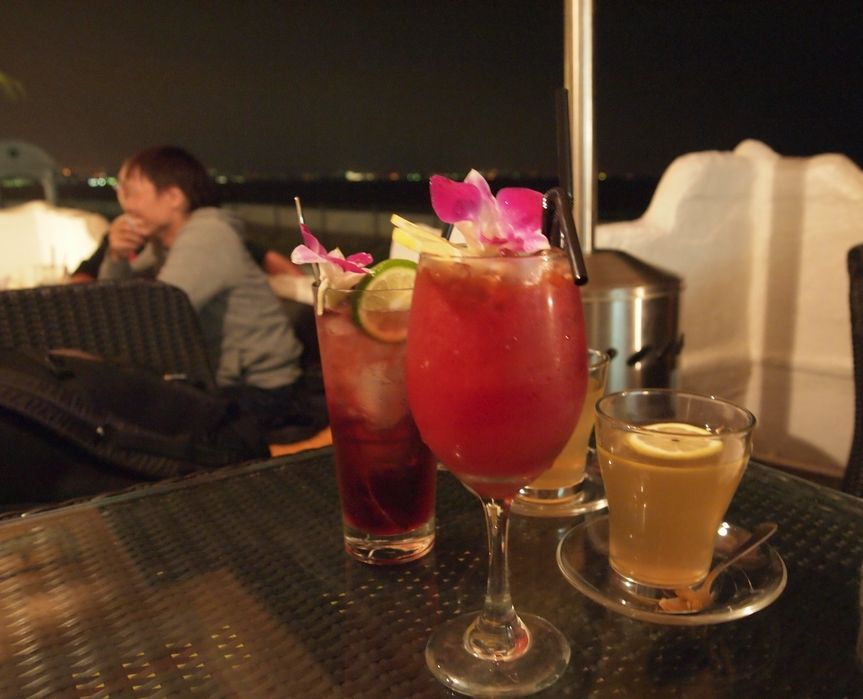 沖縄は「夜カフェ」が充実!夜遅にリゾート気分でお茶できる店5選
