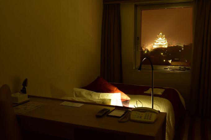 大阪城のライトアップとその奥のビル群の夜景を楽しもう!