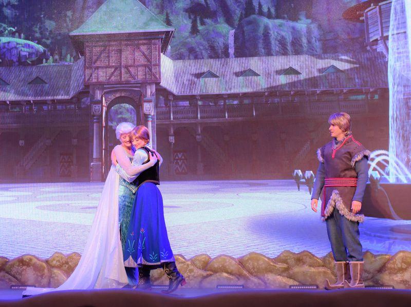 常夏フロリダ・ディズニーでは涼し気な『アナ雪』の世界が魅力的!