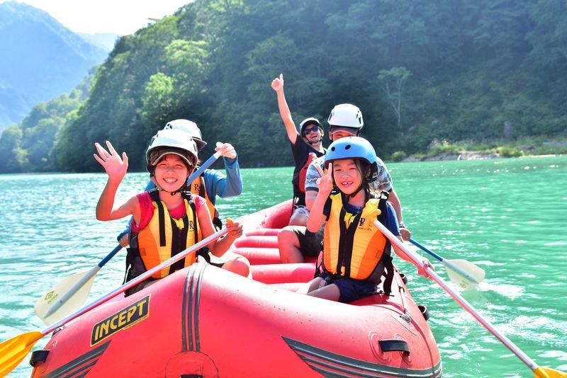 「白水湖」を堪能するなら、断然「ラフトボートクルーズ」!
