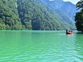 絶景!岐阜の山奥にあるエメラルドグリーンの「白水湖」で遊ぼう!