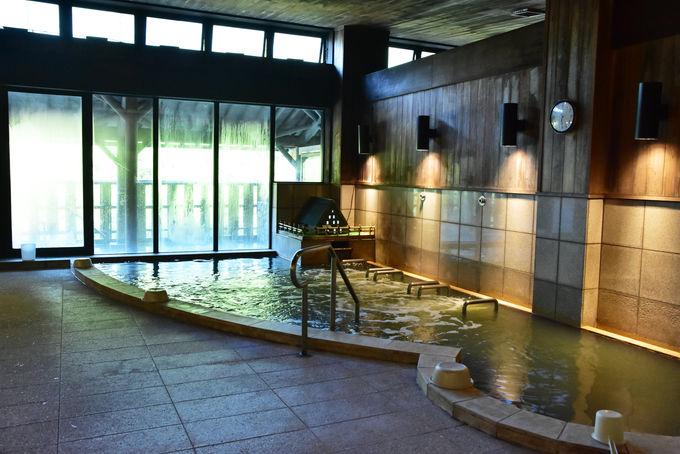 眼下に庄川を眺められる天然温泉は格別!