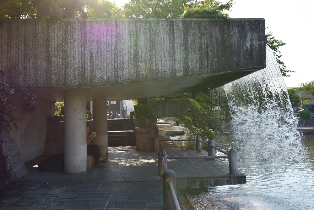映画の中で印象に残るシーンの「美登鯉橋」「滝のトンネル」
