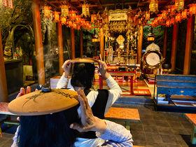 神秘的な岩窟の寺でお灸体験も!岐阜「金華山ドライブウェイ」