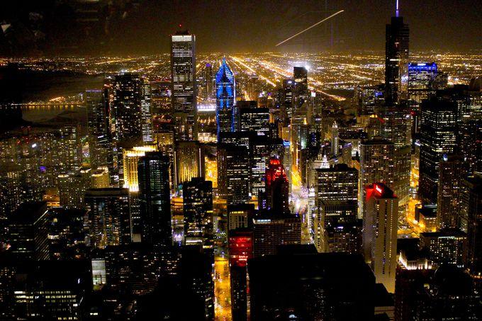 6. シカゴ摩天楼の壮大な夜景を見渡す