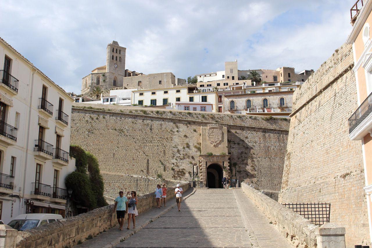中世にタイムスリップ! 要塞ダルト・ヴィラの中は絵になる風景の連続
