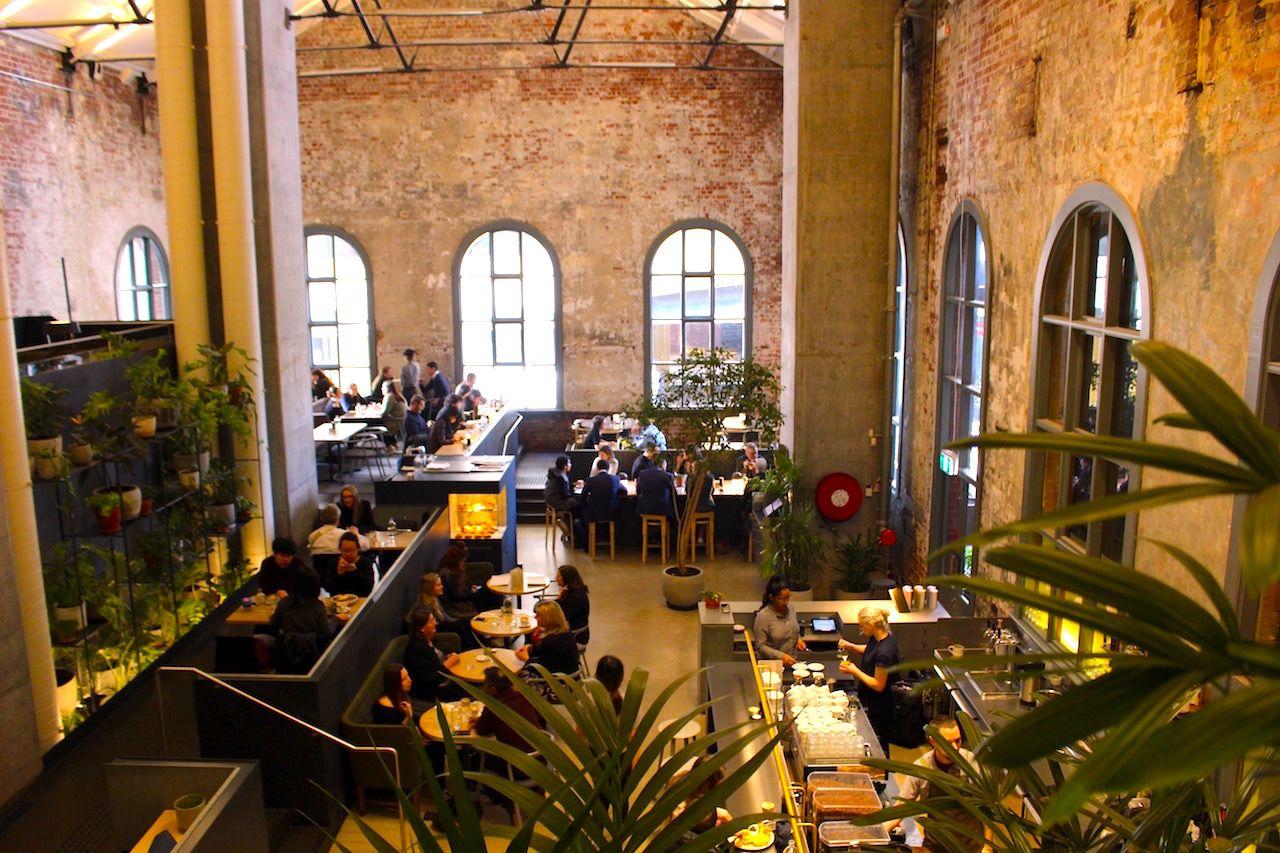 19世紀の発電所がおしゃれなカフェレストランに