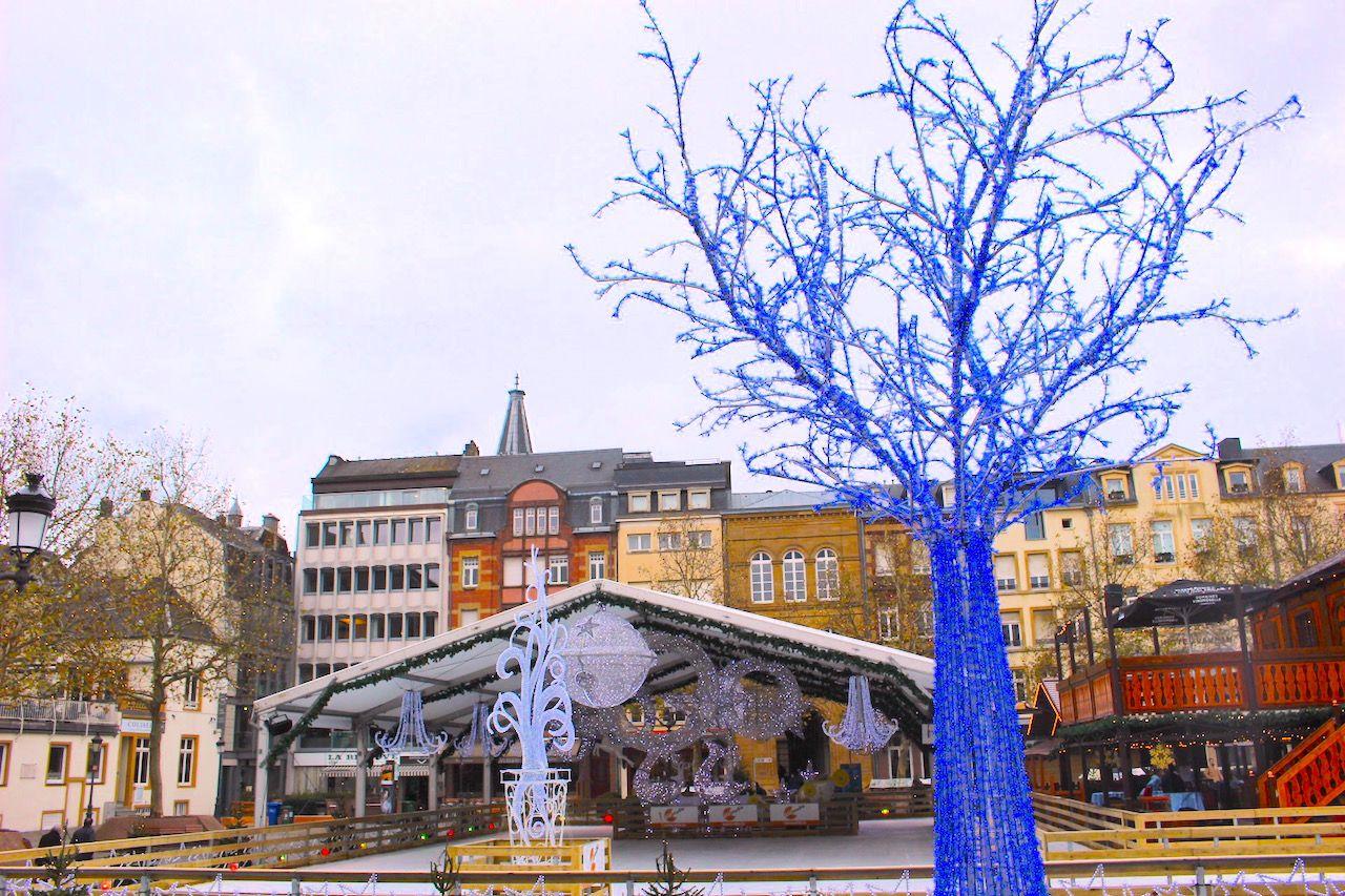 冬はイルミネーションが綺麗な広場