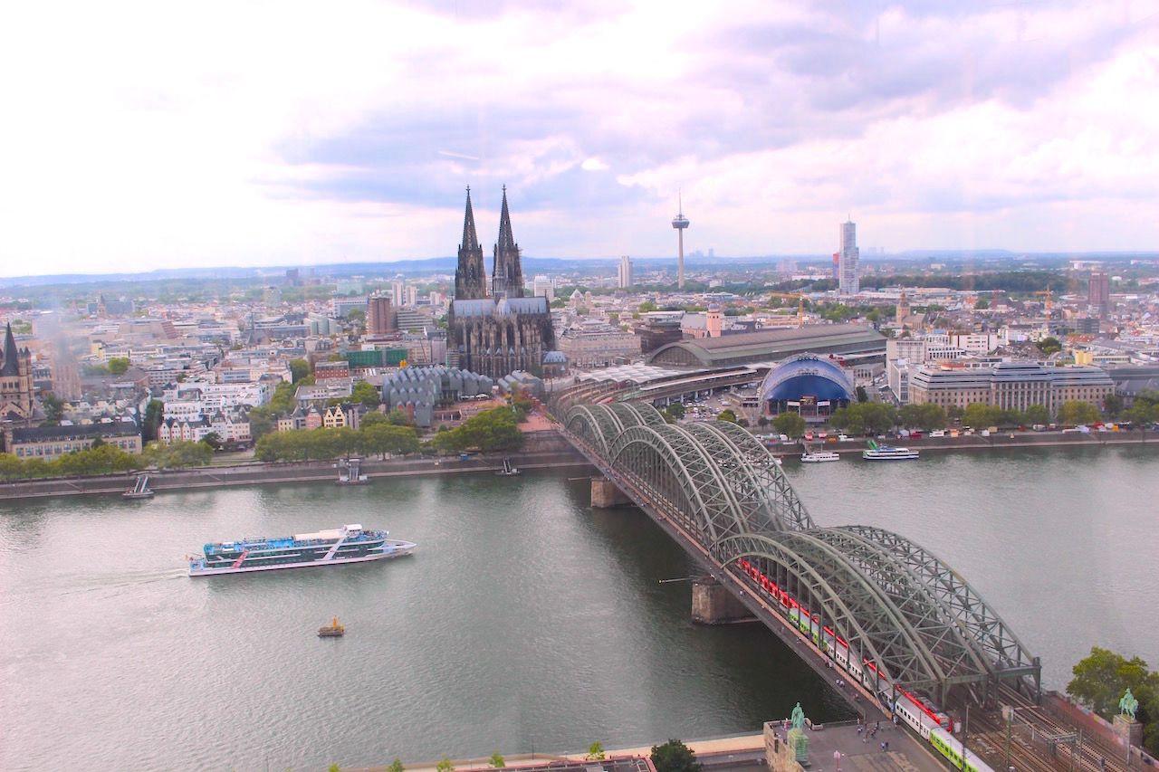 鉄板の絶景!大聖堂&ライン川と鉄橋