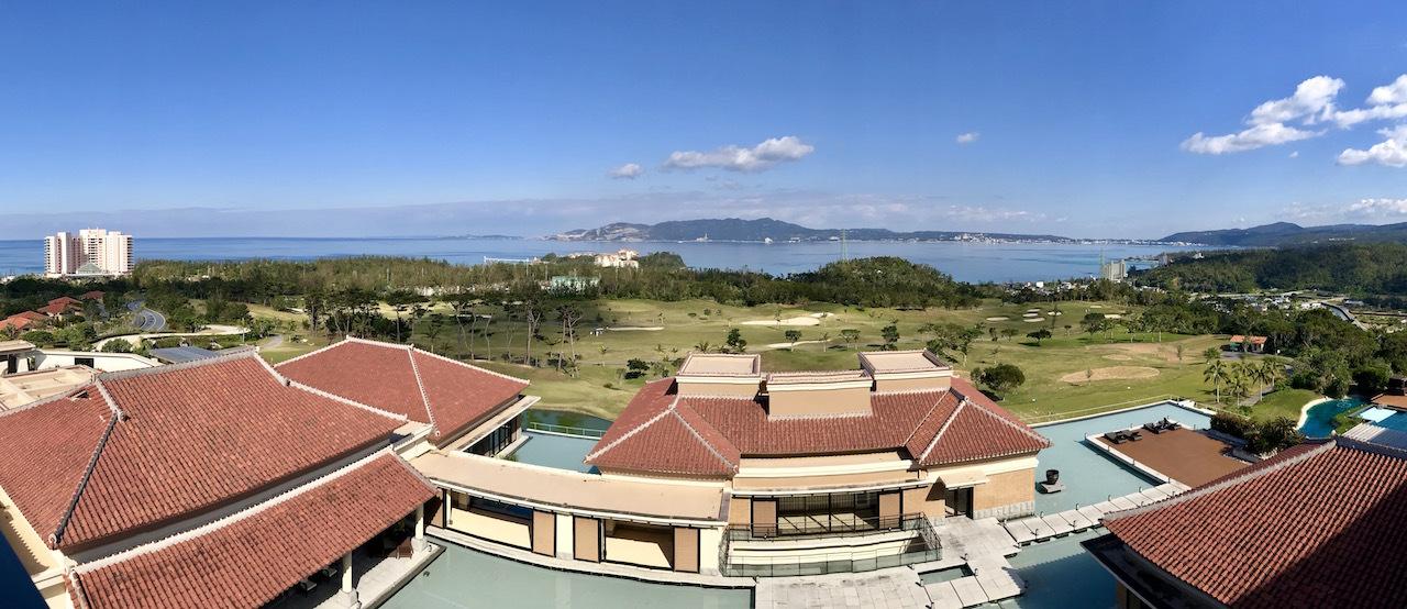丘の上に佇む「首里城」をモチーフにしたリゾート