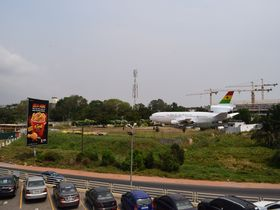 街のど真ん中に不時着!?ガーナ・アクラの飛行機レストラン
