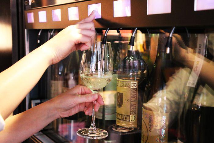 24種類のワインをちょっとずつテイスティング