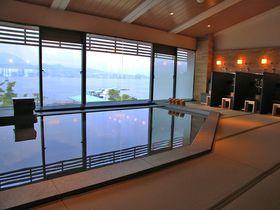 美食ホテル「宮島別荘」 オーシャンビュー温泉から夕日を望む