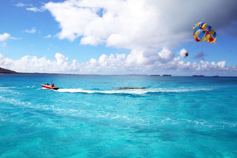 輝く海でシュノーケリングなど多彩なアクティビティを
