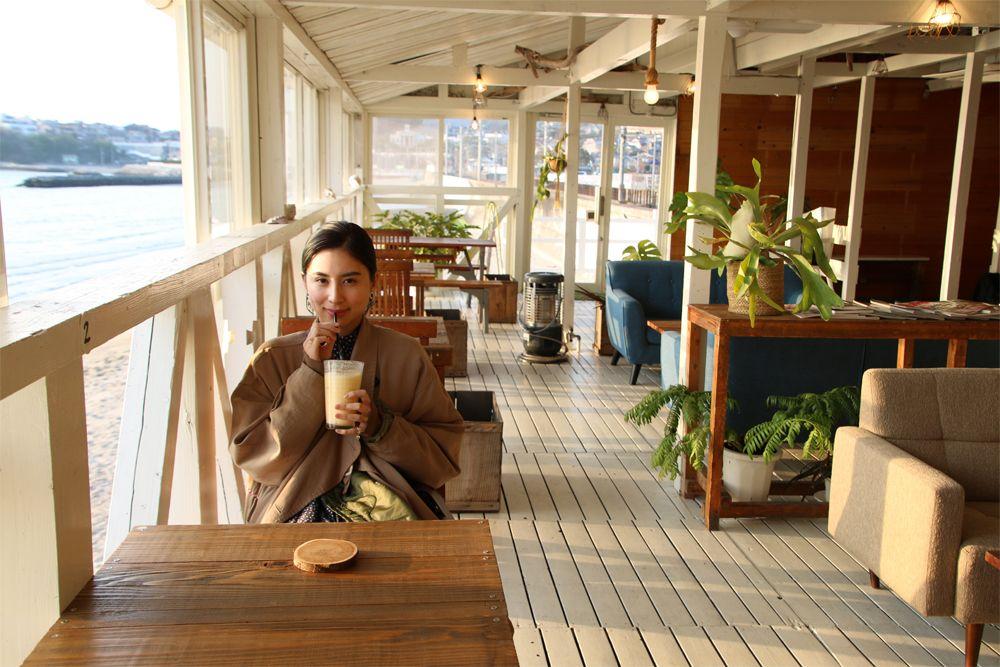 ノスタルジックな港とおしゃれな海カフェを満喫