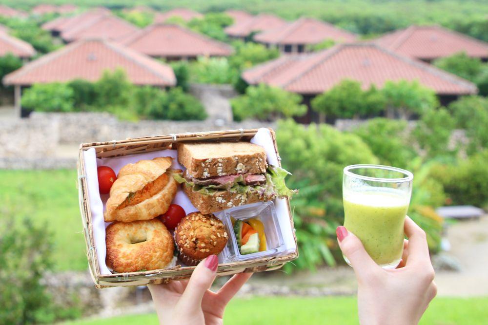 沖縄ならではの食材をたっぷりと楽しんで
