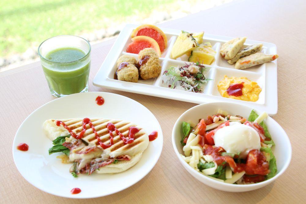 琉球・和・洋からチョイス。色彩豊かな食事