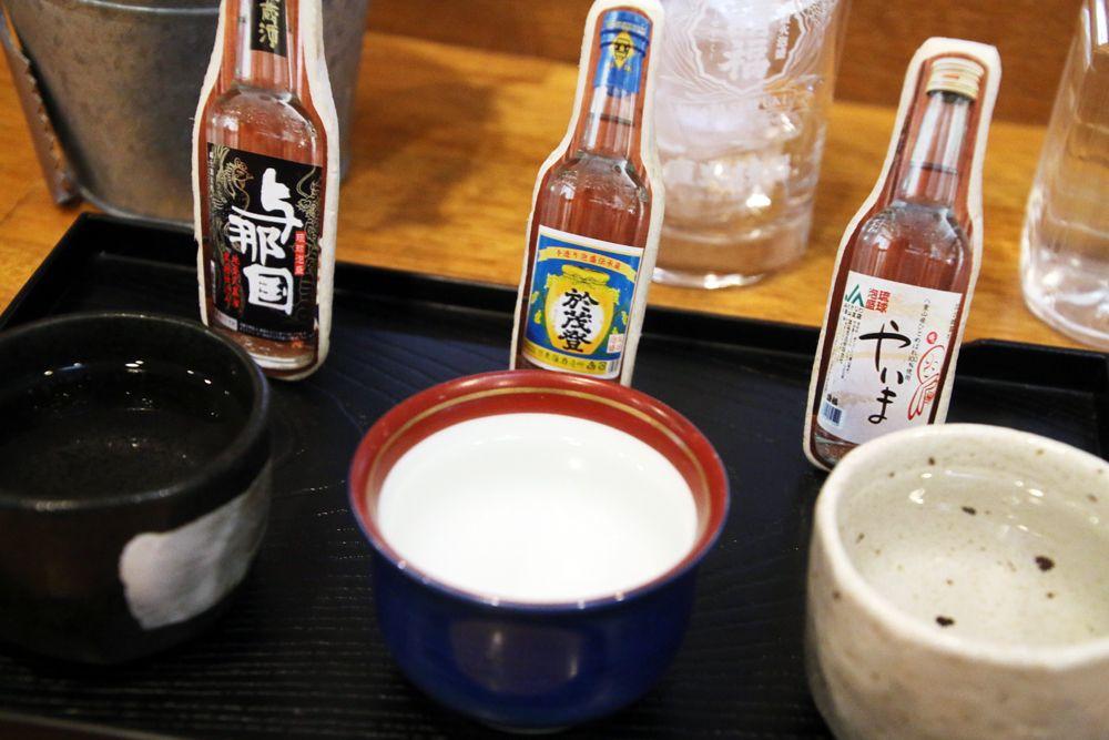 1日目夜:ホテルに車を置いて、石垣島の居酒屋で女子飲み会!