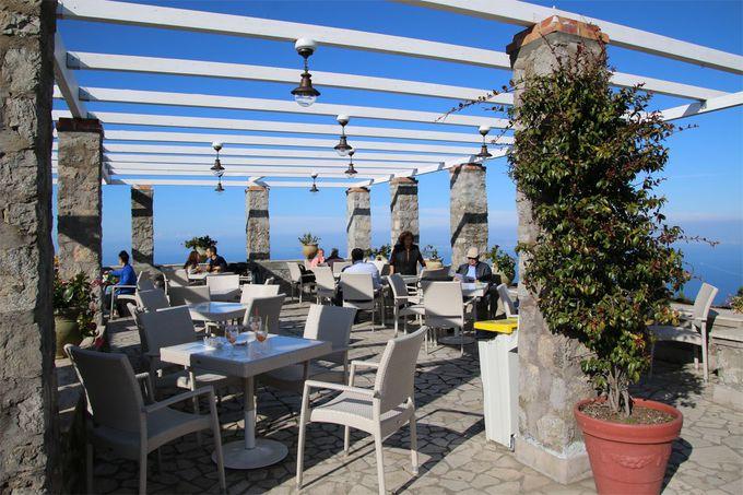 天空のカフェで優雅にコーヒータイム
