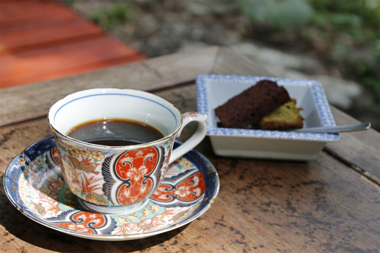 食後は自然の中で、湧き水コーヒーを
