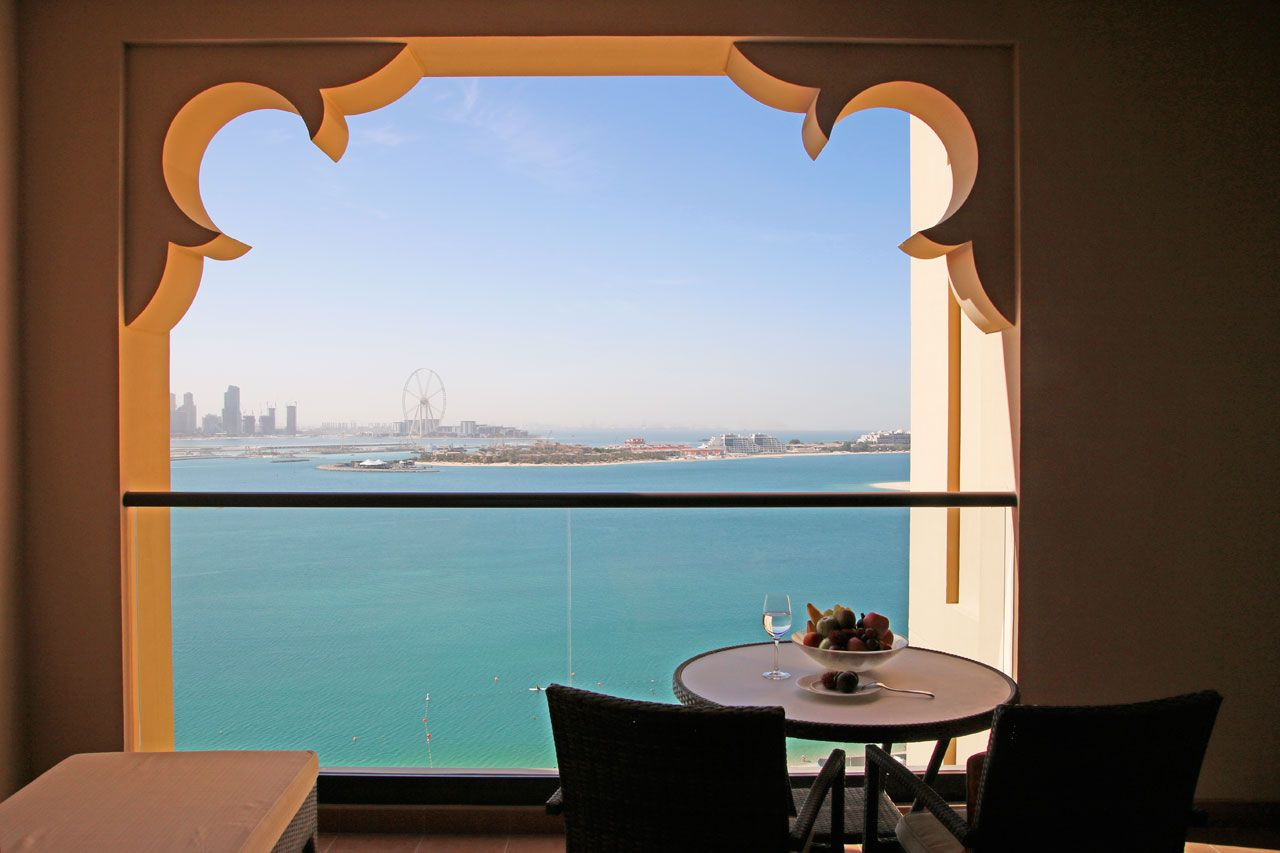 アラビアンな客室にうっとり。海を臨むシービューがおすすめ
