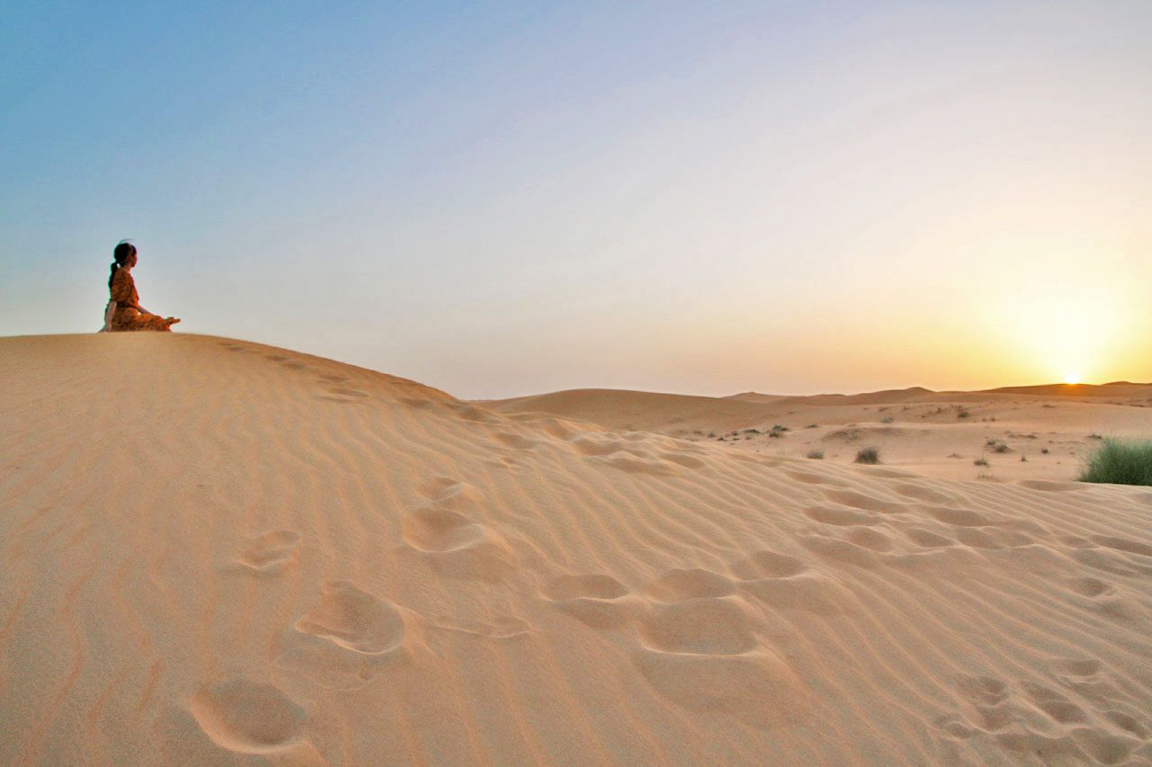 息を呑むほど、美しい。砂漠からの夕日