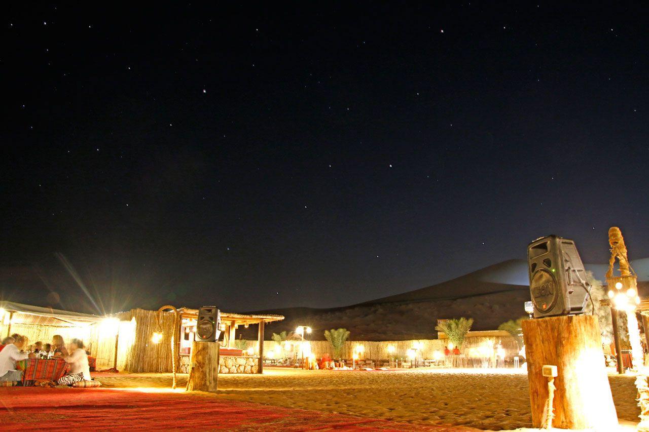 砂漠に浮かぶ星たちに、心を奪われる5分間