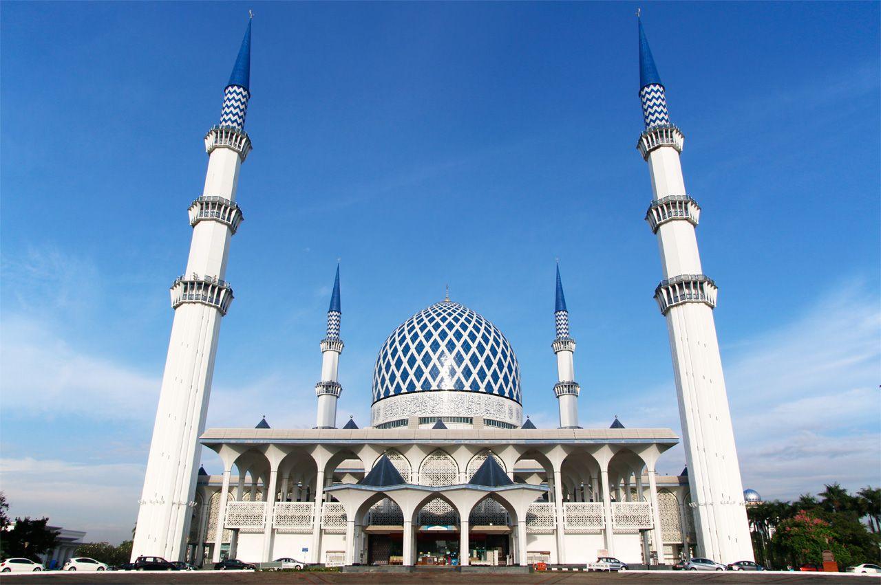 マレーシア観光はブルーモスクへ!心清められる青×白の世界
