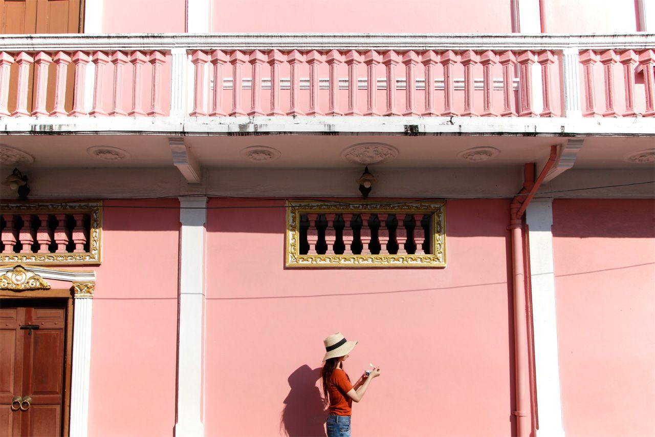 人気インスタ映えスポット・ピンクの壁!ソイ・ロマニーへ