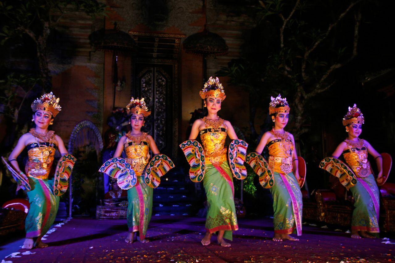 夜はウブド市内でバリ舞踊鑑賞!プロのダンスに感動