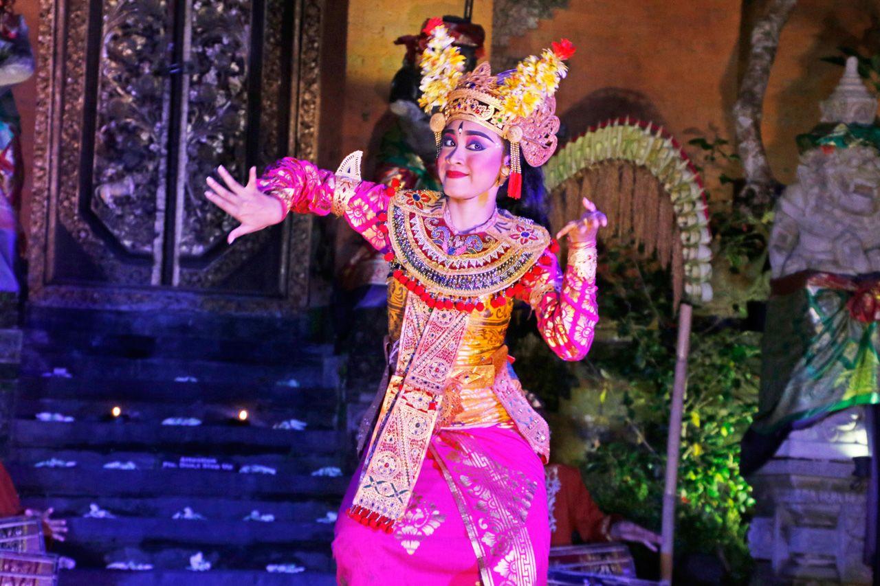 ウブド王宮(プリ・サレン)へバリ舞踊を見に行こう