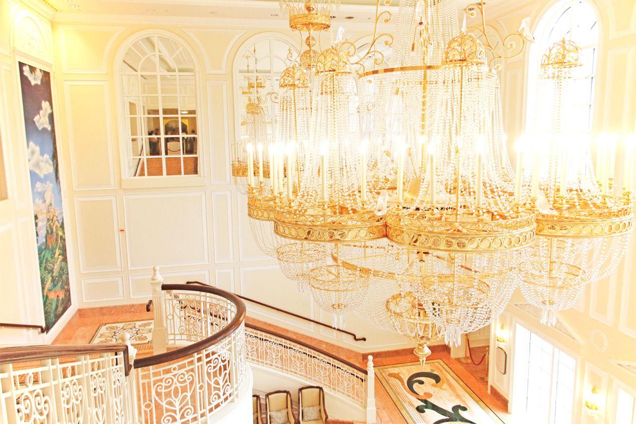 香港ディズニーランド・ホテルで優雅に滞在。ガラスの靴を探そう