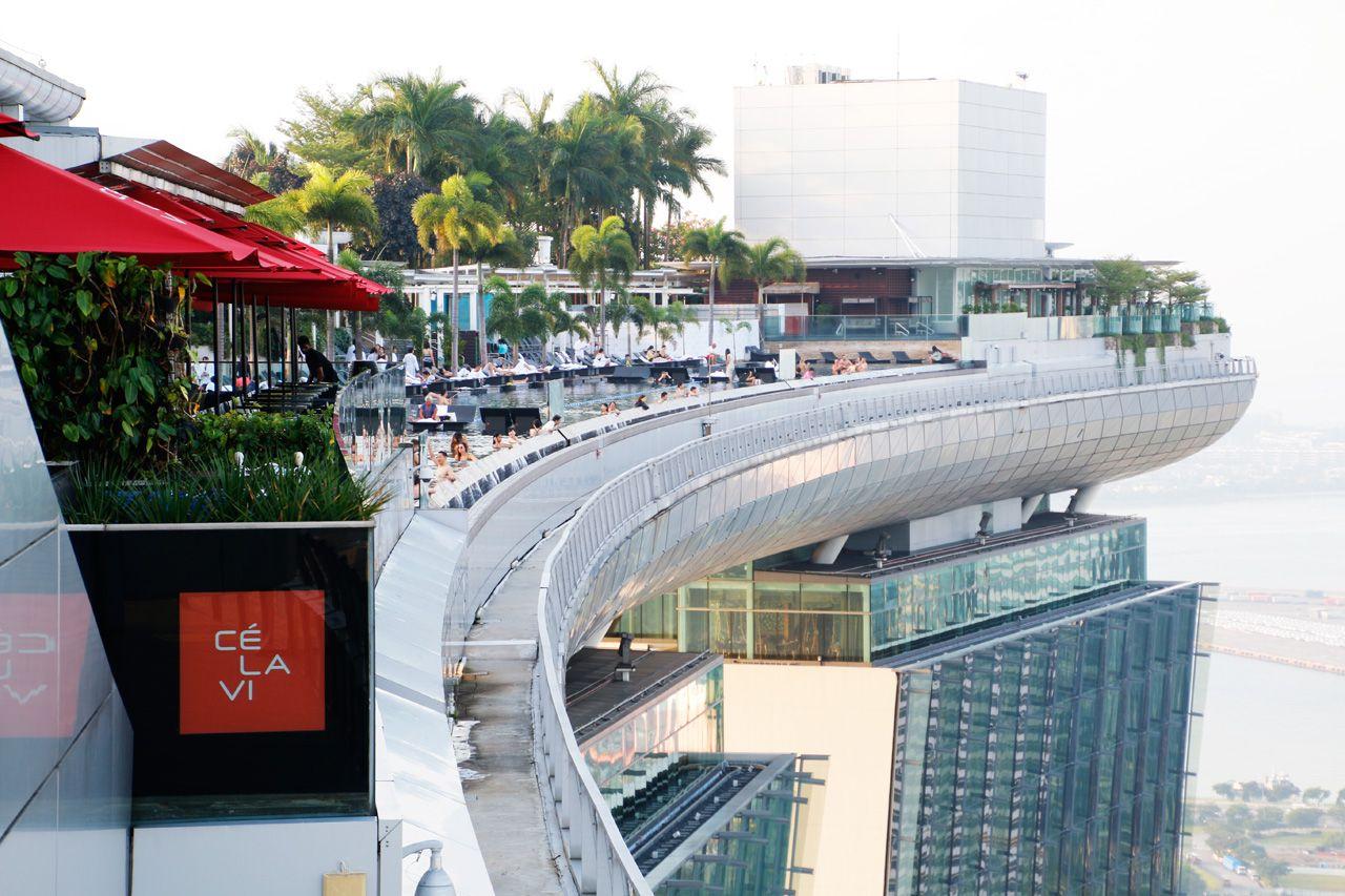 宿泊なしで上れる!シンガポール「マリーナベイ・サンズ」